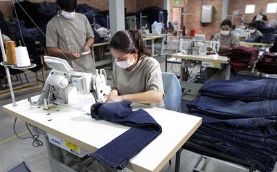 Confeccionistas apoyan campaña de formalización económica emprendida por Aduanas