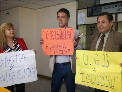Ciudadanos se oponen a prisión domiciliaria para González Daher