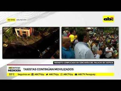 Taxistas siguen movilizados