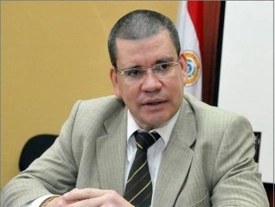 HOY / Senador revela que banco de  Zuccolillo hizo transacciones   de bonos con Darío Meser