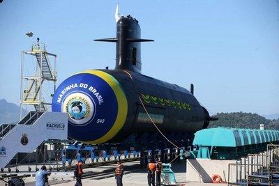 Lanzan el Riachuelo, primer submarino construido en Brasil