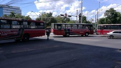 """HOY / Como si con taxistas no bastaran,  lineas 18 y 31 bloquean calles y   Payo se halla """"en su salsa"""""""