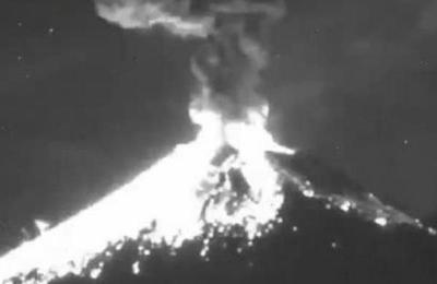 Impresionante momento en el que un meteoro impacta contra volcán mexicano