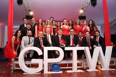 Universidad San Carlos elegida mejor empresa paraguaya para trabajar