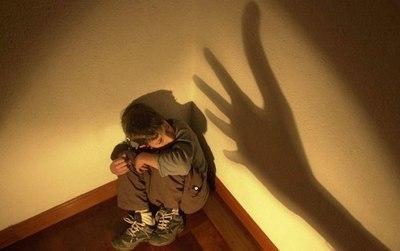 Fiscalía imputa a niñera que presuntamente maltrataba a un bebé