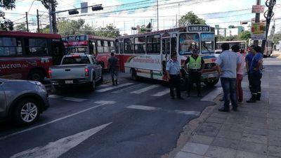 Manifestación de choferes causa caos vehicular en el microcentro de Asunción