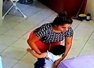 Fiscalía imputó a niñera filmada cuando maltrataba a niño