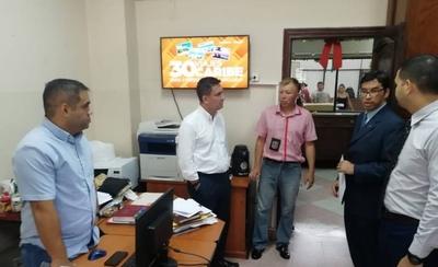 HOY / Pidieron coima y fueron pillados: caen funcionarios de Aduanas y una gestora