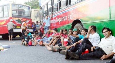 Hubo caos en transitada vía asuncena por protesta de las Líneas 18, 31 y 11