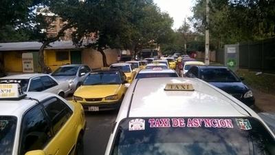 HOY / Taxistas y choferes de buses  que bloquearon calles salen  perdiendo la batalla mediática