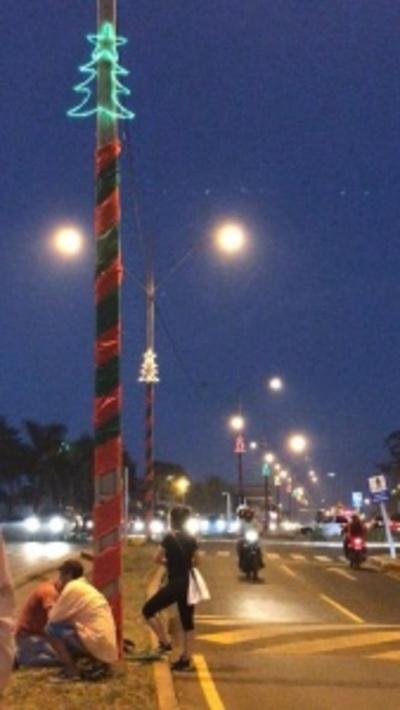 Vecinos decoraron la avenida Perú en Ciudad del Este