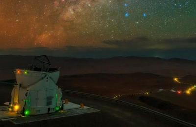 Captan el momento exacto en que una estrella es 'devorada' por otra