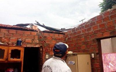 Temporal destecha casas en Misiones
