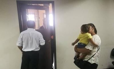 HOY / En Poder Judicial torturan a un  bebé invocando reglamento: 2  horas llorando sin poder mamar
