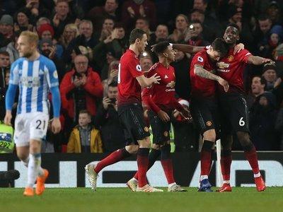 Pogba asienta la mejoría del Manchester United