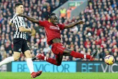 Liverpool estira su ventaja en la cima