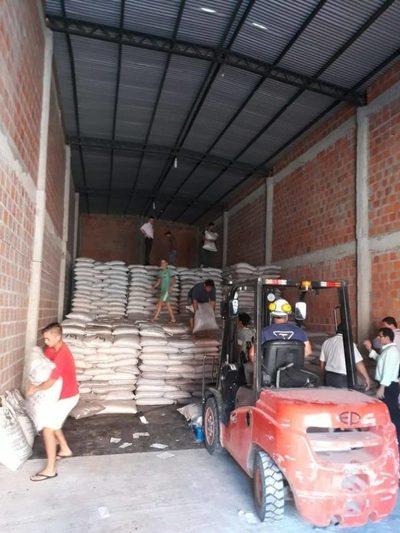 Allanaron depósito en Calle'i e incautaron varias bolsas de azúcar
