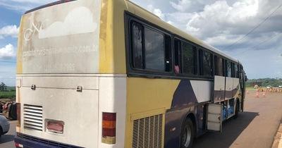 Retienen dos buses cargados con mercaderías