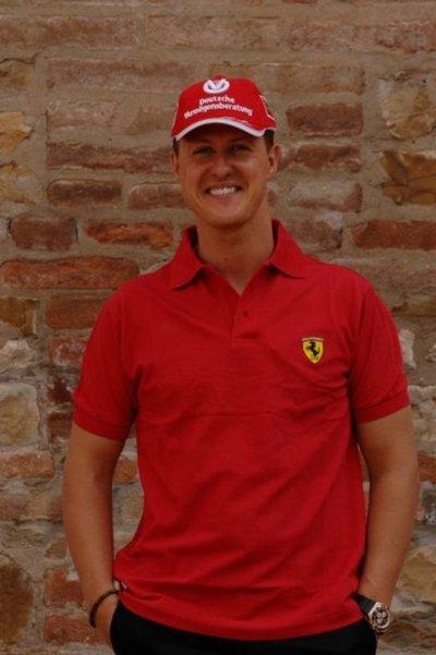 Ferrari felicita a Schumacher con una exposición