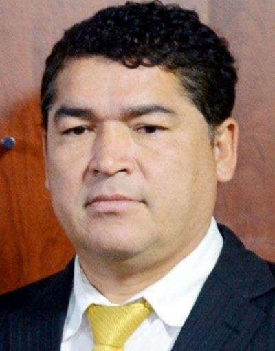 Presidente paga favores políticos en la Conajzar