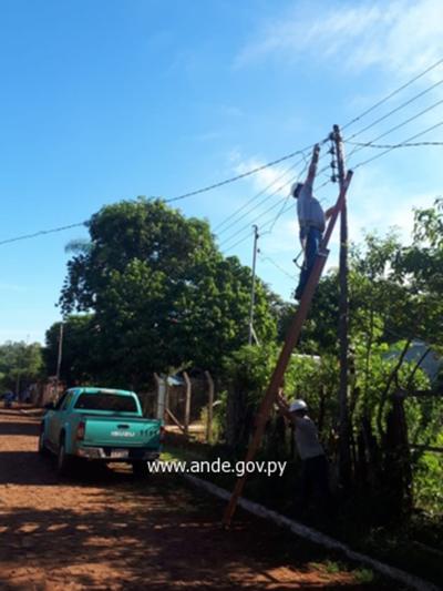 Ande corta conexiones clandestinas en asentamiento de Franco
