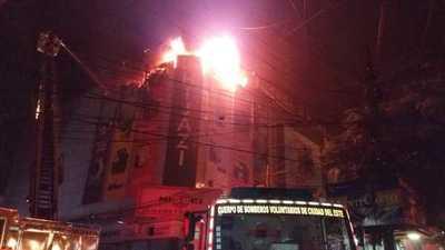 Voraz incendio en el edificio Hijazi