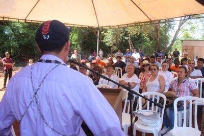 Cacique cuestiona a presidenta del Indi en un acto en Juan Manuel Frutos