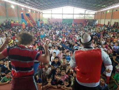 Unos 2500 niños reciben a los 'Reyes' en Ybycuí