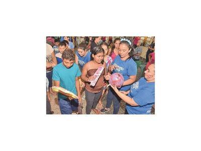Recolectores convertidos en Reyes regalan juguetes  a niños de la calle