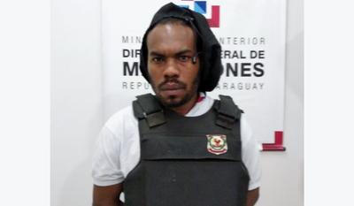 Migraciones expulsa del país a peligroso miembro del Comando Vermelho