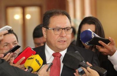 Director de Itaipú anuncia más inversión en obras viales y becas universitarias