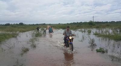 Aquino-Cué queda bajo agua