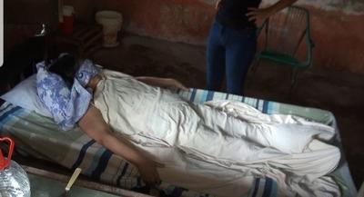 Mujer enferma se encuentra abandonada a su suerte
