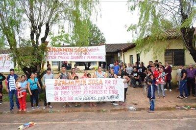 Tras manifestación, destituyen a director del Centro de Salud de Paso Yobái