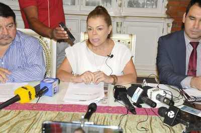 McLeod dice que no existen planilleros y desafía a la interventora Llanes