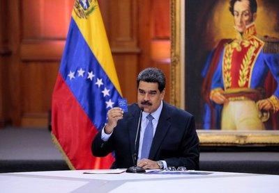 Maduro, aislado, inicia un nuevo gobierno en Venezuela