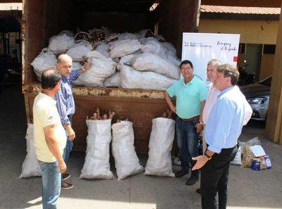 MAG donó 10 toneladas de mandioca a familias damnificadas por crecida