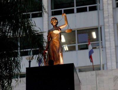 Recolectan documentos para iniciar auditoría al juez Ayala Brun