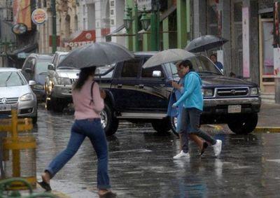 Ambiente caluroso y algunas lluvias