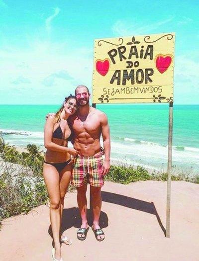 La miss y el nadador se roban miradas en playas de Natal