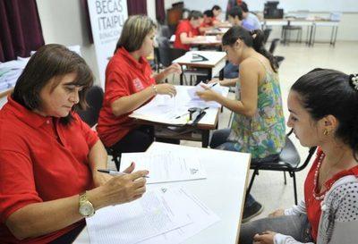Itaipu lanzará convocatoria para 2.000 becas de estudios este lunes