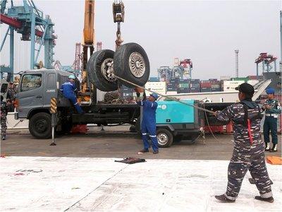 Hallan segunda caja negra del avión estrellado de Lion Air