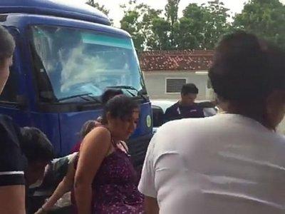 Mujer da a luz en camión repartidor de cerveza