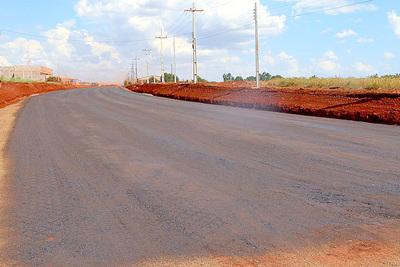 Avanzan trabajos de asfaltado entre Naranjal-San Cristóbal