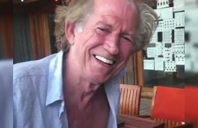El tardío mensaje de Año Nuevo de Keith Richards que saca carcajadas en las redes sociales
