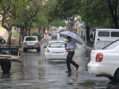 Ambiente caluroso con lluvias
