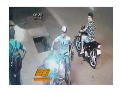 Quisieron robar una moto pero no arrancó