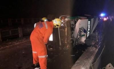 Ambulancia vuelca con paciente que iba a Asunción