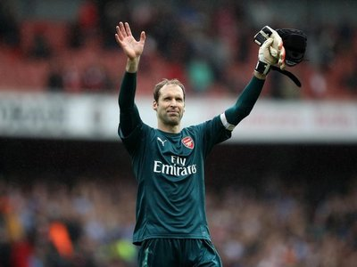 El portero Petr Cech anuncia que se retira a final de temporada