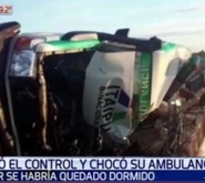 Ambulancia con paciente dentro vuelca en Carapeguá
